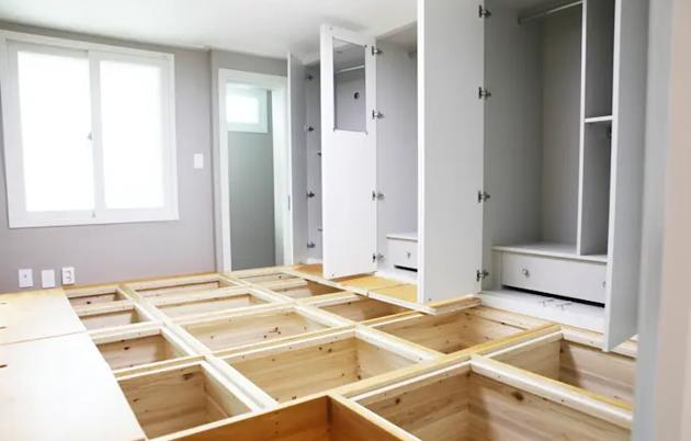 Wardrobe Design with Storage Space Under the Flooring