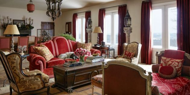 Living Room Idea With Antique Italian Tole Lantern And Curtains From Jim Thompson Fabric