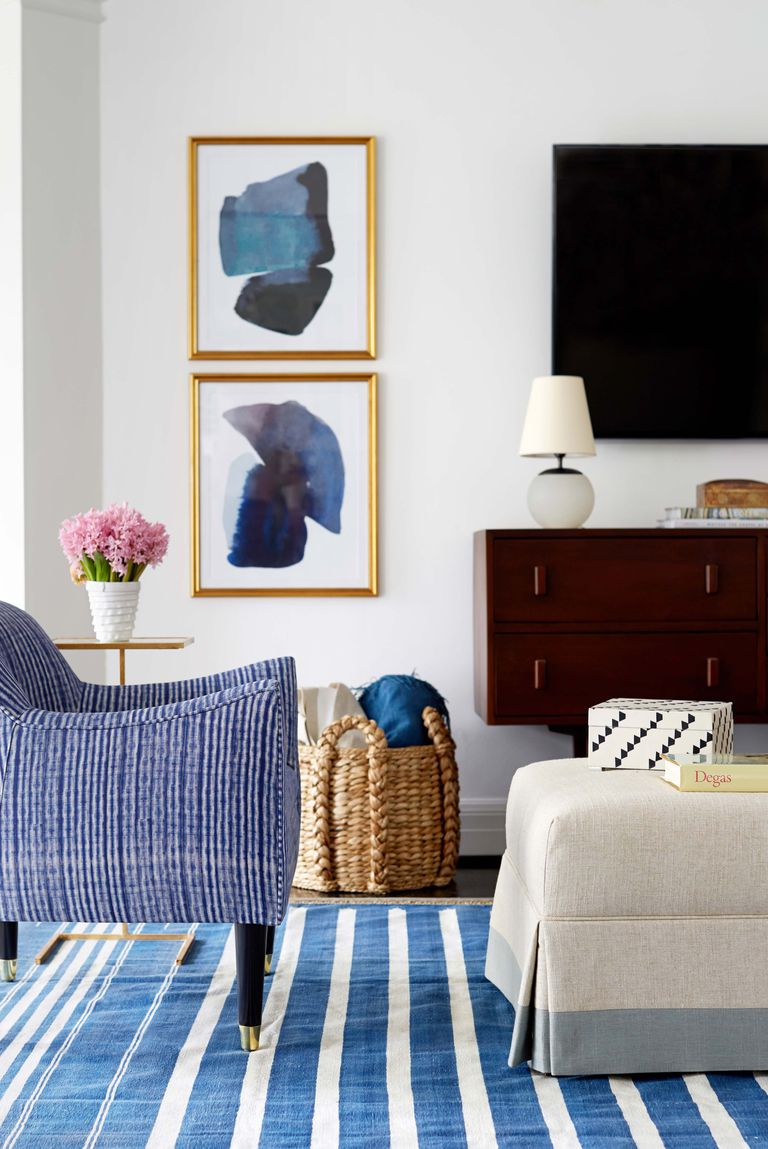 Living Room Decorating Ideas By Picking A Color and Run With It
