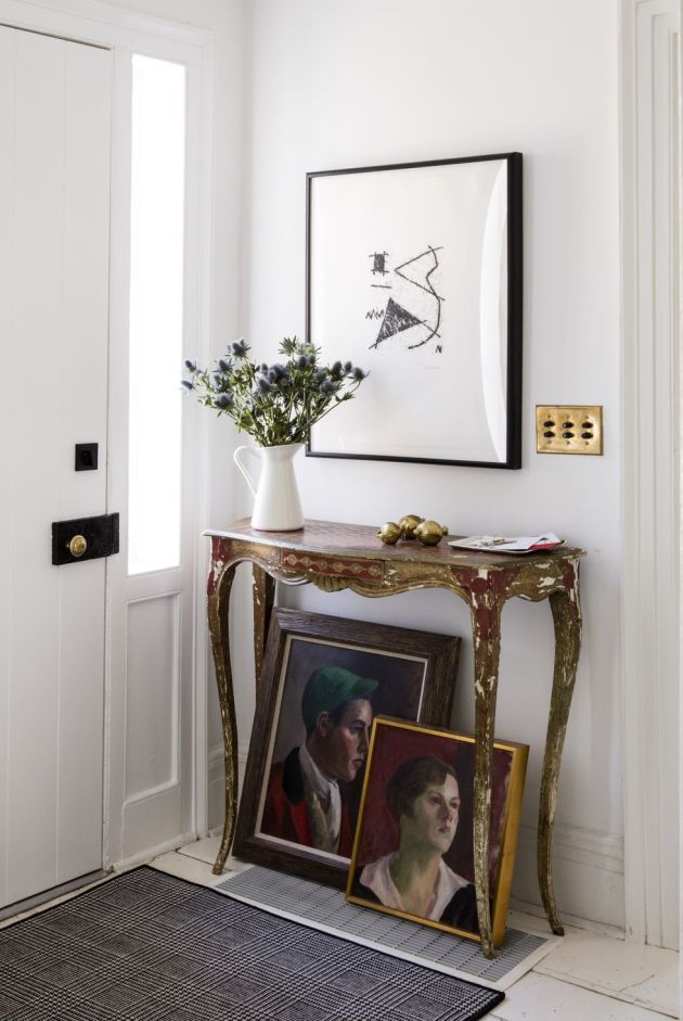 Wall Decorating Ideas By Letting It Lean