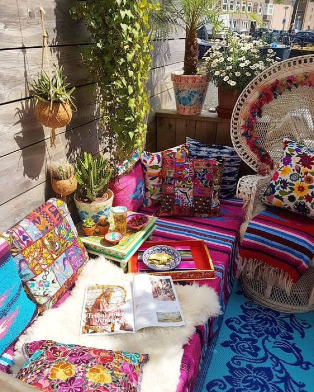 Colorful Boho Patio With Wicker Furniture