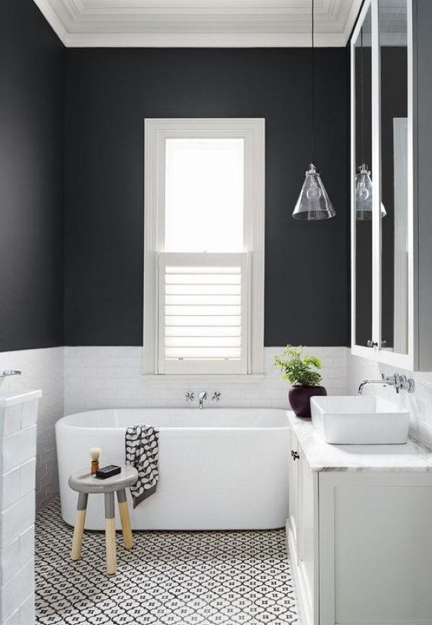 Contrasting Small Bathroom Design With Black And White Walls