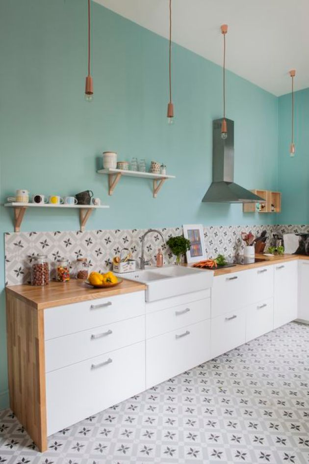 Retro Kitchen With Turquoise Wall