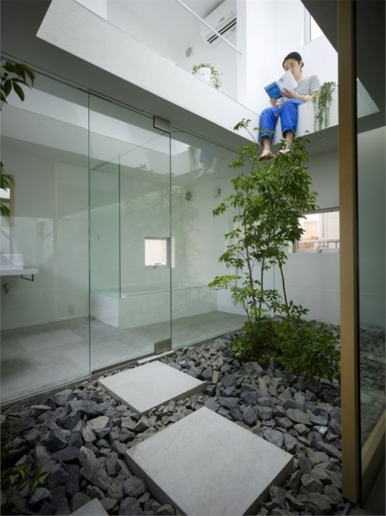 Contemporary Japanese Courtyard With Pebbles And Stone Tiles