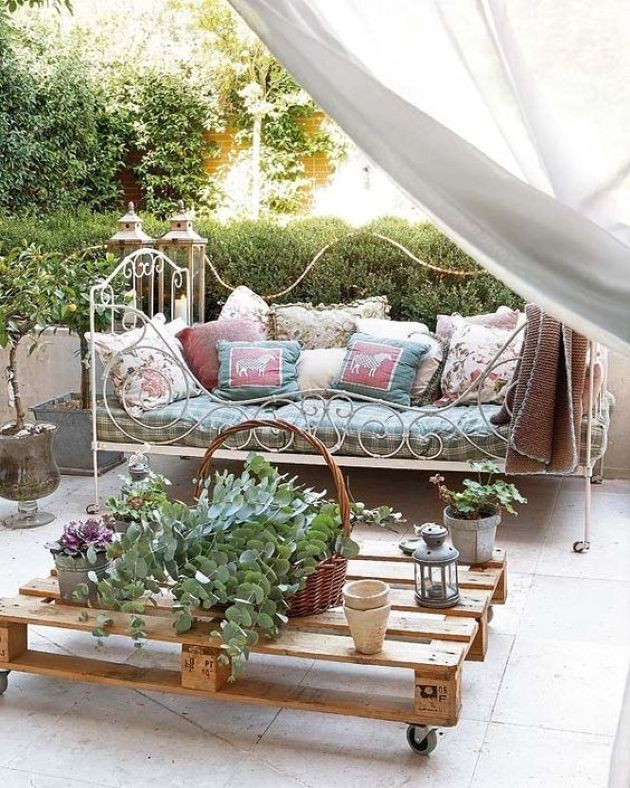 French Chic Forged Daybed With Lots Of Pillows On Casters
