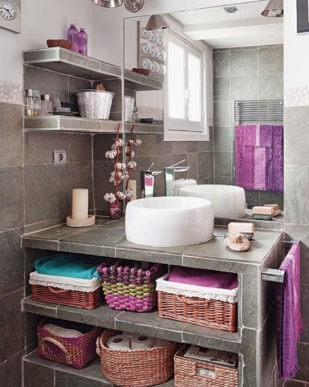 Grey Bathroom Clad With Stone-Like Tiles And With Bright Towels