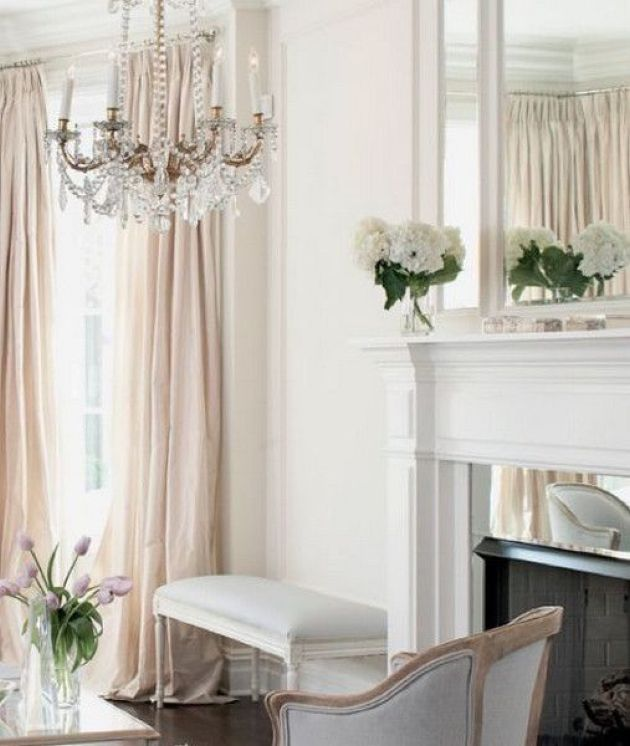 Parisian Living Room Décor With Crystal Chandelier