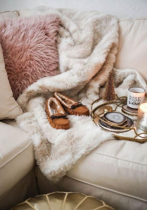 Home Decor Trend Ideas For Fall 2019 With A Pink Faux Fur Pillow And A Neutral Fur Blanket