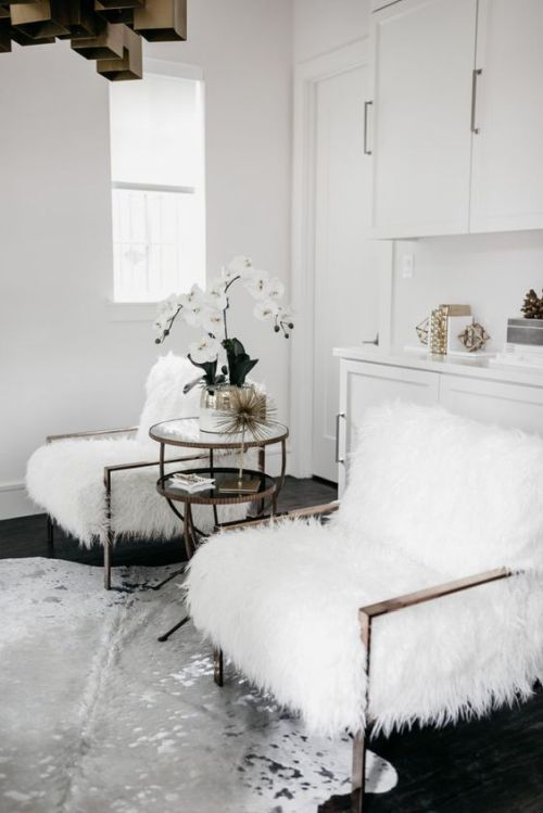 Home Decor Trend Ideas For Fall 2019 With Comfy Chairs Dressed Up For The Fall With White Faux Fur