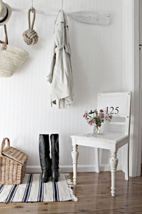 Beach Meets Shabby Chic Entryway With An Oar