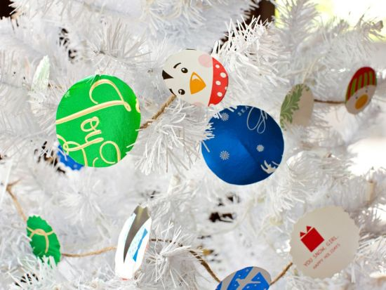 Christmas Tree Decorating Idea With Holiday Cards