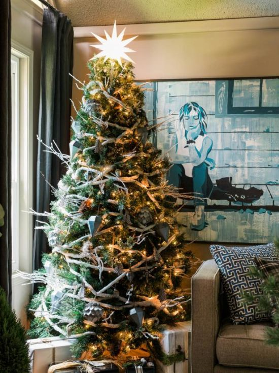 Christmas Tree Decorating Idea With Mismatched Ornaments