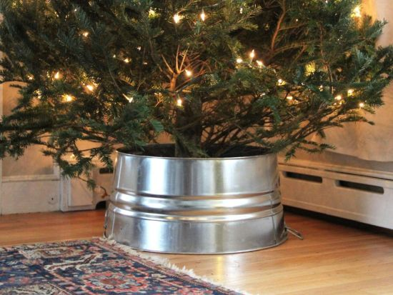 Christmas Tree Decorating Idea With Old Galvanized Bucket
