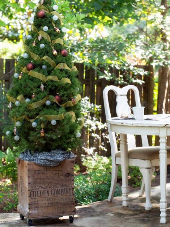 Christmas Tree Decorating Idea With Vintage Wine Crate