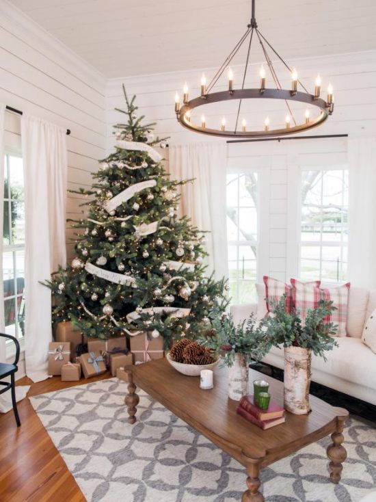 Christmas Tree Decorating Idea With White And Silver Ornaments