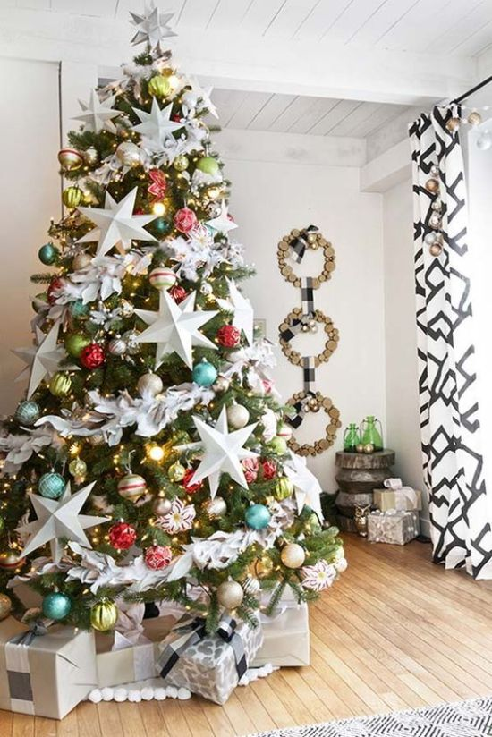 Oversized Christmas Ornament Ideas With Lights And Oversized White Stars