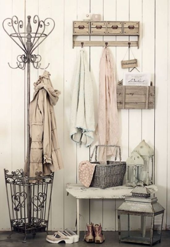 Simple Shabby Chic Entryway With Clothes Hangers