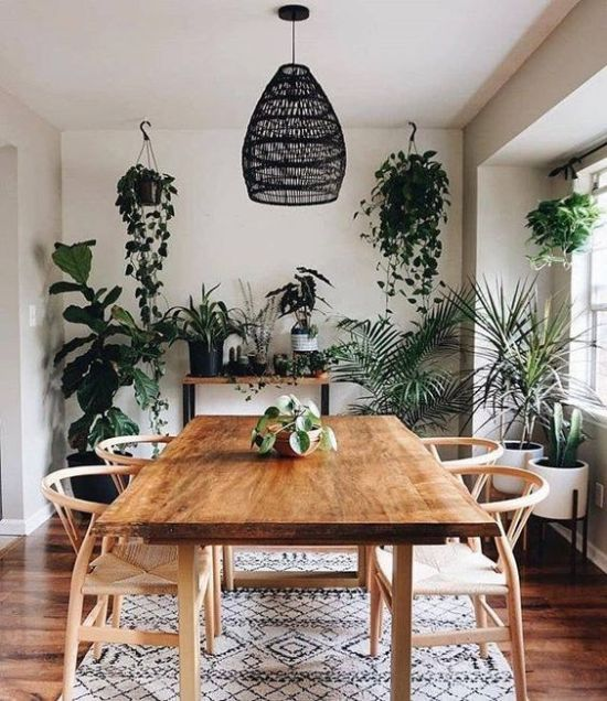 Dining Room Décor With Lots Of Greenery
