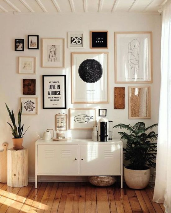 How To Expand Living Room With Mismatching Frames And Various Signs