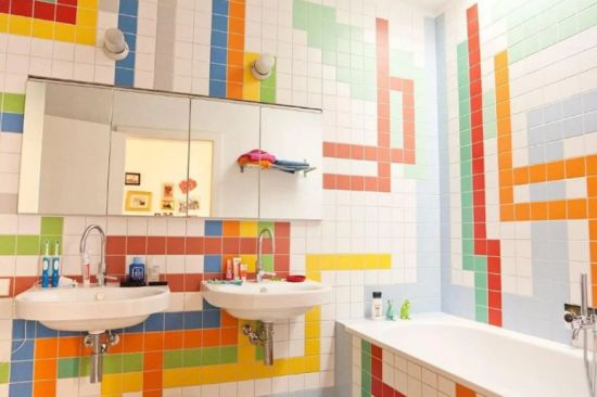Kid Bathroom Decor With Colorful Wall