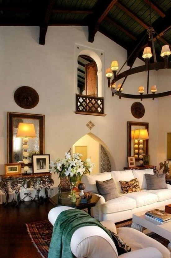 Spanish-Styled Room Decor With White Walls
