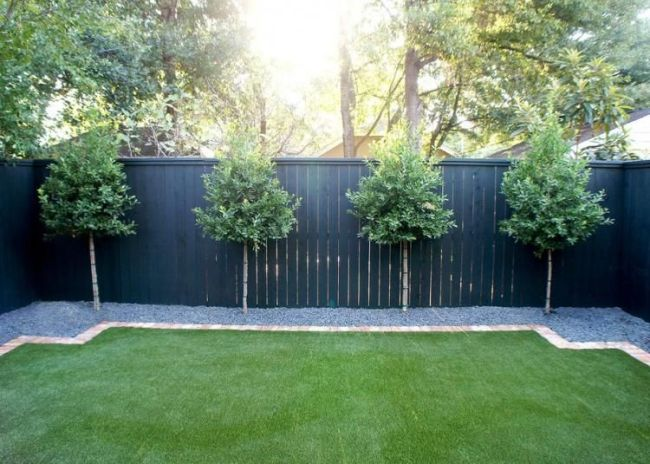 Cool Backyard Fence Line Landscaping Ideas